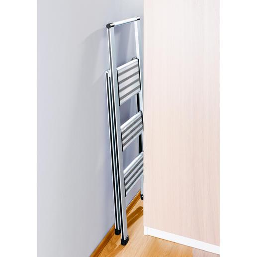Zusammengeklappt machen sich diese Leitern 5,5 cm schmal.