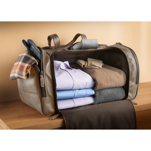 Bequem und ordentlich zu packen: keine Teilung stört den grosszügigen Stauraum. Durch den festen Boden verrutscht nichts – Ihre Kleidung bleibt tadellos.