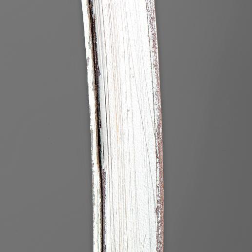 Drei Arbeitsschritte sind nötig für den angesagten Vintage-Look: zunächst brüniert, dann weiss lackiert und schliesslich partiell abgeschliffen.