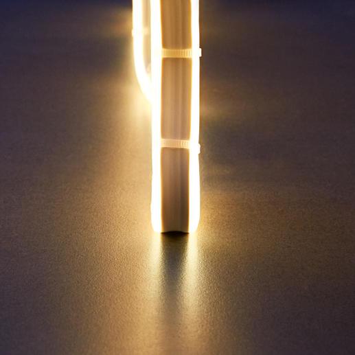 Das Licht wird gleichmässssig zu beiden Seiten ausgestrahlt