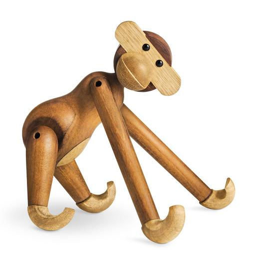 Kay Bojensens Affe aus Teakholz ist durch seine Beweglichkeit vielseitig einsetzbar.