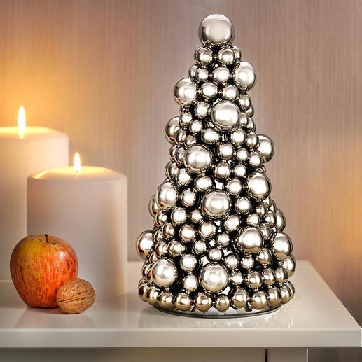 Kugel-Weihnachtsbaum - Ein Tannenbaum aus prachtvoll silberglänzenden kleinen und grossen Kugeln.