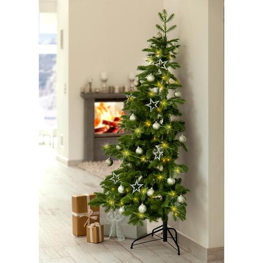 Halber Weihnachtsbaum - Schön. Gross. Täuschend echt. Und raffiniert halbiert.