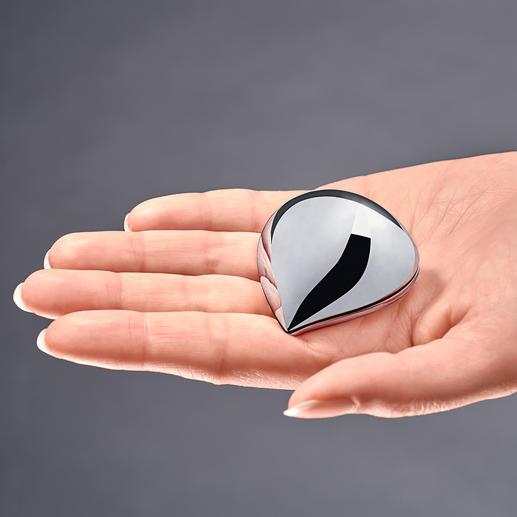 Alessi Pillendose Glänzend elegant wie ein schickes Accessoire. Mit bequemem Einhand-Verschluss.