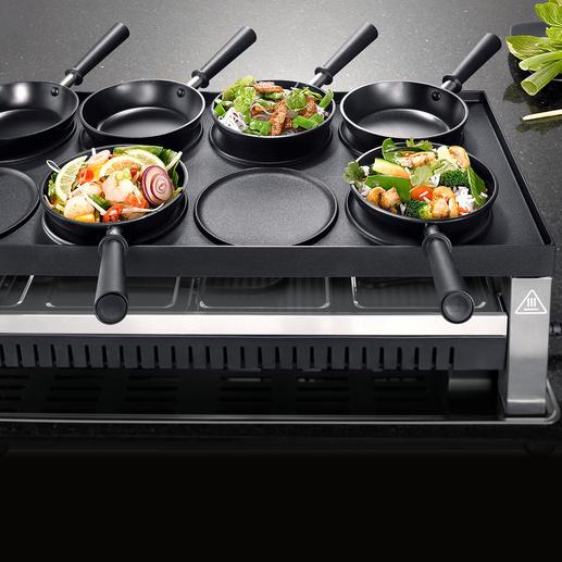 Drehen Sie die riesige 1.350 cm² Grillplatte um und bereiten Sie asiatische Spezialitäten in den Mini-Woks ...