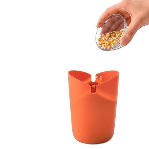 Popcornmais in die Silikontüte füllen, Faltdeckel schliessen und ab in die Mikrowelle – fertig ist der selbstgemachte Snack.