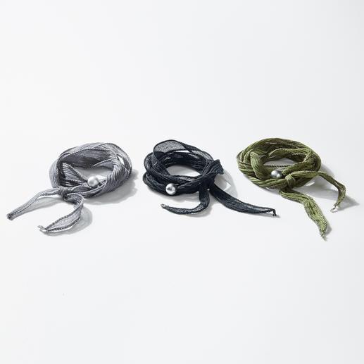 Perl Style Freundschaftsband de luxe Handgefärbter Seidenchiffon, geschmückt mit einer wertvollen Zuchtperle.