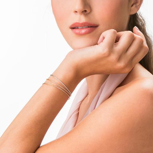 Brillant-Armspange Filigran, flexibel und haltbar gefasst: 18-karätiges Gelb-, Weiss- oder Roségold mit 53 funkelnden Brillanten.