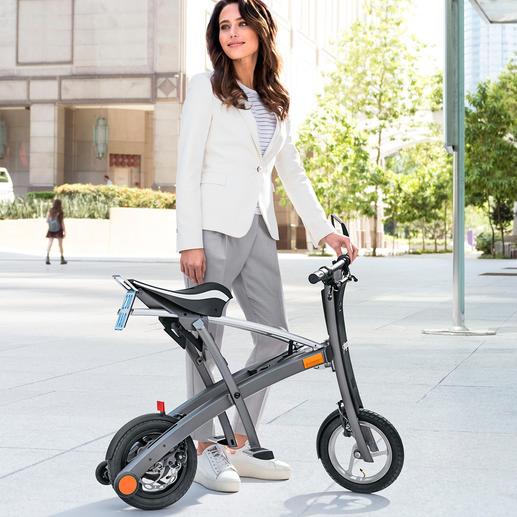 Faltbarer E-Scooter - Mit 2 Handgriffen auf Trolley-Format gefaltet. Perfekt auch zum Mitnehmen in Bus, Bahn, Kofferraum, ...