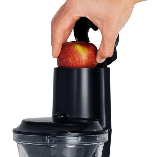 Schälen und Zerteilen überflüssig: in den XXL-Einfüllschacht passen sogar ganze Früchte.