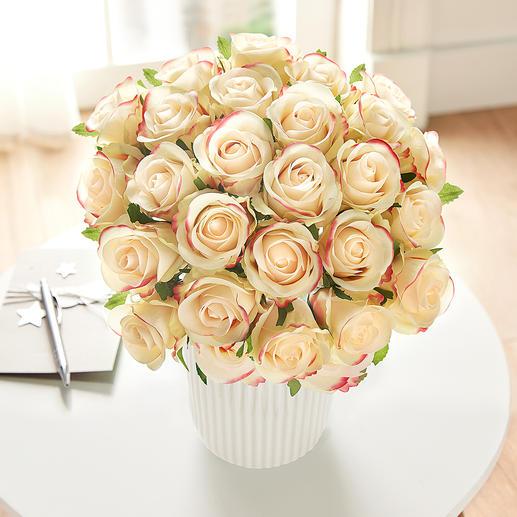 Rosenstrauss Üppige Pracht von unvergänglicher Schönheit: das Bouquet aus 25 Premium-Edelrosen.