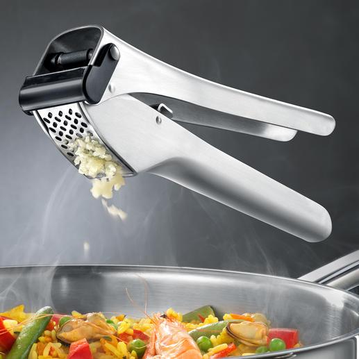 Knoblauchpresse Garlico Zerkleinert bis zu 3 Zehen zugleich. Auch ungeschält. Ohne grossen Kraftaufwand.