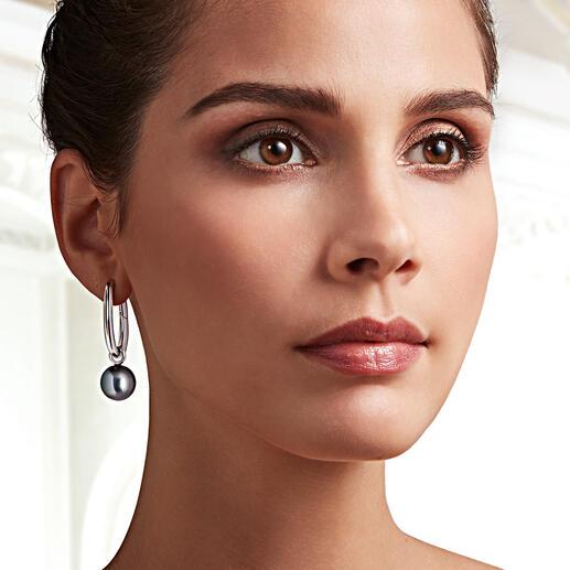 Mit den edlen Einhäng-Perlen werden die Creolen zum elegant abendtauglichen Blickfang.