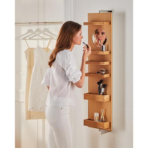 Wand-Kosmetikspiegel Ein Dreh – schon ist alles weggeräumt: im schwenkbaren Wandspiegel mit grosszügigem Fassungsvermögen. Vielseitig, komfortabel und platzsparend.