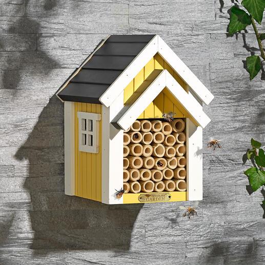 Bienenhotel Sicherer Nistplatz für Solitärbienen. Dekorativer Blickfang in Ihrem Garten. Robustes Massivholz und Bambusrohre bieten den emsigen Bestäubern das perfekte Zuhause.