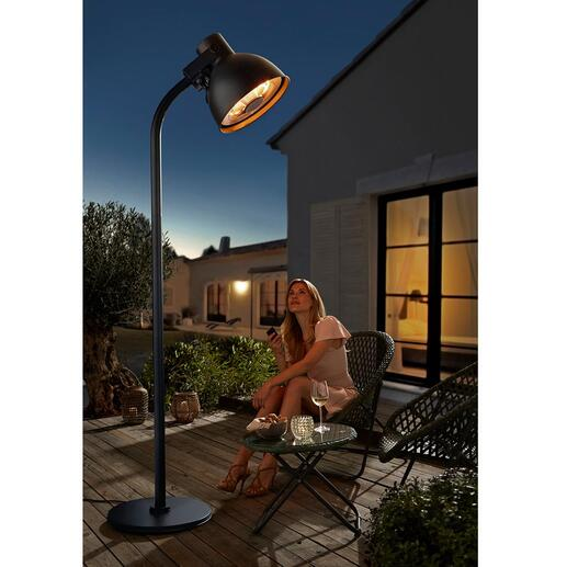 Hoberg Heizstrahler in XXL-Lampenform Wärmt Sie kuschelig auf Ihrer Terrasse. Und verlängert so Ihre Draussensaison.