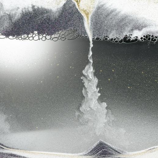 Der staubfeine Sand bahnt sich beständig seinen Weg durch die Luftblasenschicht.