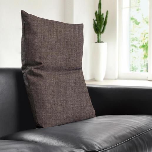 Perfekt zu den aktuellen Sitzmöbeln: die grob gewebten Bezüge in den Wohnfarben Hellgrau, Anthrazit und Braun.