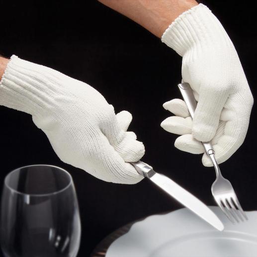 Streifen Sie nach dem Polieren die mitgelieferten Baumwollhandschuhe über. So hinterlassen Sie keine Fingerabdrücke auf Ihren glanzvollen Stücken. Ideal auch zum Eindecken.