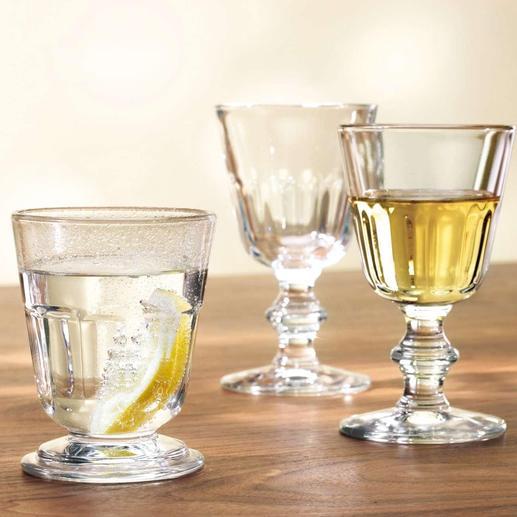 Von links nach rechts: Becher, Wasserglas, Weinglas