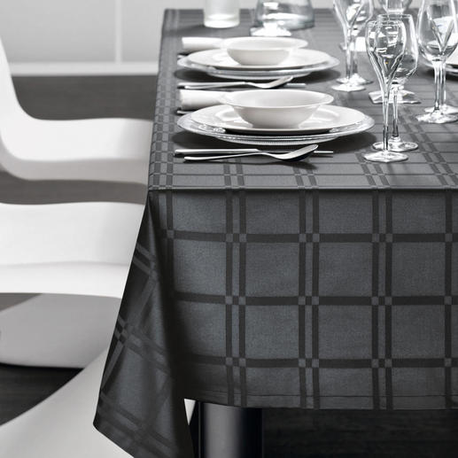 Fleckabweisende Tischwäsche - Teflon® ummantelte Microfaser macht das Gewebe dauerhaft fleckabweisend und pflegeleicht.