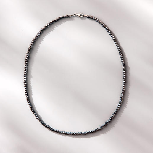 Spinellkette Black & Black - Funkelnd wie schwarze Rohdiamanten: das zarte Collier aus seltenem schwarzen Spinell.