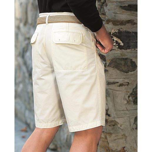 Cremeweisse Bermudas oder Cremeweisse Hose Endlich unkompliziert: die cremeweisse Hose aus weichem Baumwoll-Popeline. Luftig. Blickdicht.