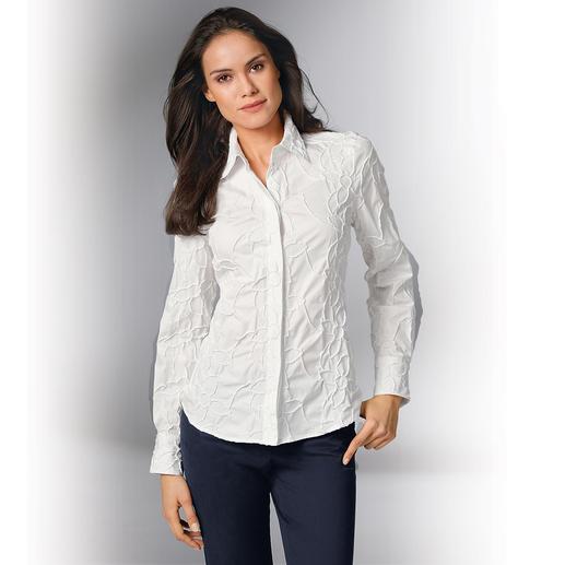 Stickerei-Batistbluse Bitte niemals bügeln: Die klassische weisse Bluse aus edlem Batist, allover bestickt.