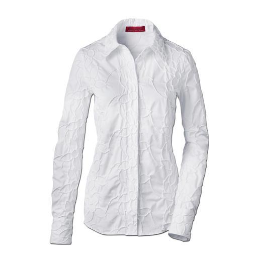 Batist-Stickereibluse - Bitte niemals bügeln: Die klassische weisse Bluse aus edlem Batist, allover bestickt.