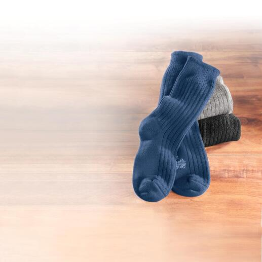 Die traumweichen, dicken Socken aus 100 % Two-Ply-Kaschmir. Eine sanfte Wohltat nach einem harten Tag. Von Corgi, dem Hoflieferantes des englischen Königshauses.