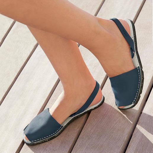 Avarcas de Menorca, Jeans Die traditionelle Menorca-Sandale: Handgefertigt. Und im Sommer bewährt. Original Avarcas von RIA.