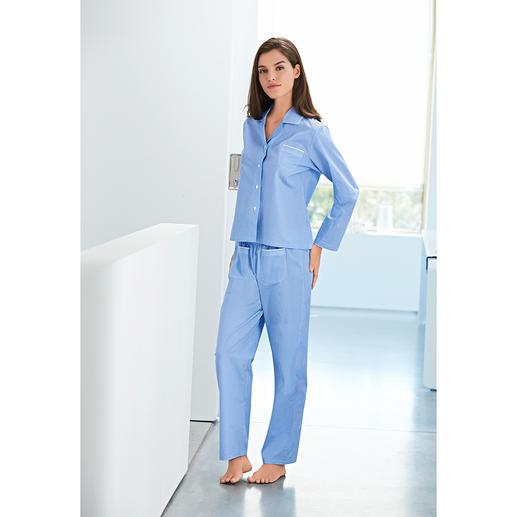 Novila Pünktchen-Pyjama Der NOVILA Pünktchen-Pyjama aus feinem Baumwoll-Satin. Der Pyjama für den ersten guten Eindruck am Morgen.