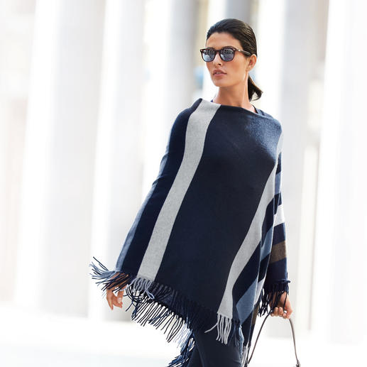 "Minnie Rose Kaschmir-Poncho ""Blue Stripes"" - Lohnende Fashion-Investition: Der Kaschmir-Poncho von Minnie Rose, New York. Aktuelles Mode-Highlight mit Potential zum Klassiker."