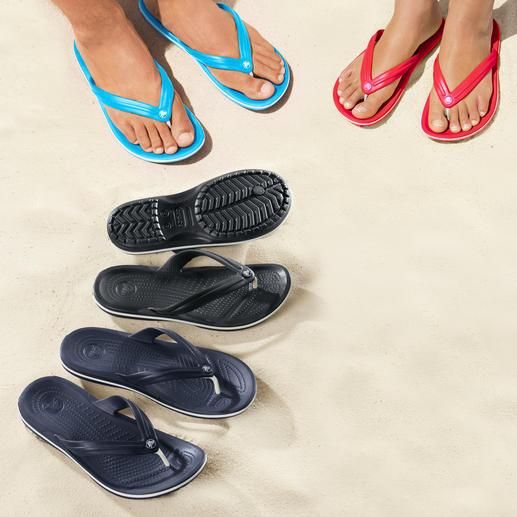 Crocs™ Strand-Flips Endlich Strand-Flips mit bequemem Fussbett. Superweich. Sanft dämpfend. Und ultraleicht. Von Crocs™.