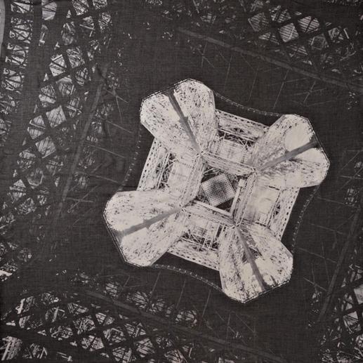 Stylejunky Tuch Eiffel Diamond Fotokunst zum Anziehen: Winnie Denkers faszinierende Eiffelturm-Perspektive. Das Carré-Tuch im XL-Format.