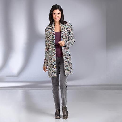 """Kero Design Handstrick-Jacke """"Multicolor"""" - Von Hand gefärbt, von Hand gestrickt: der Multicolor-Cardigan, der einfach zu allem passt."""