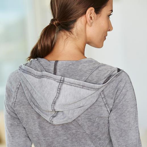 Stonewash-Hoodie, Shirt oder Jerseyhose Immer noch gemütlich – aber eine ganze Generation jünger als der klassische Hausanzug. Stückgefärbt und stonewashed: Jedes Teil ein Unikat.