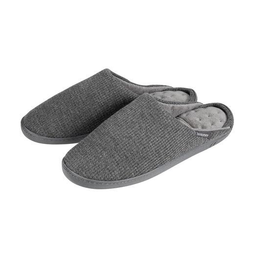 PillowStep™-Hausschuh Für mehr Halt in Hausschuhen: das patentierte PillowStep™-Fussbett aus Memory-Foam.