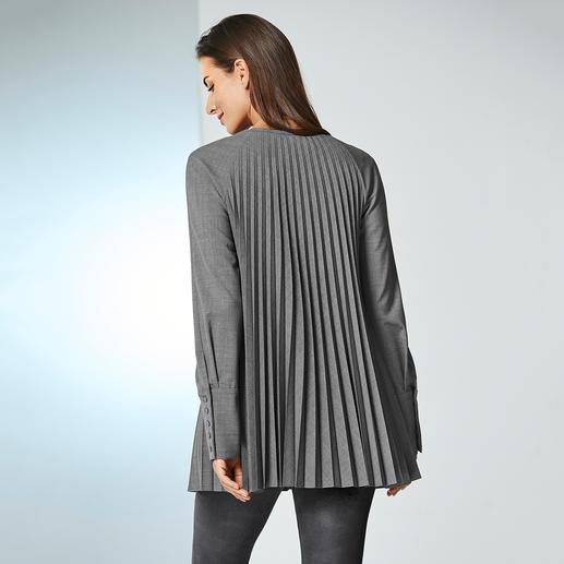 Plissee-Schurwoll-Bluse Das aussergewöhnliche Einzelstück unter den Business-Blusen. Knitterfreier Schurwoll-Stoff. Extravagantes Plissee-Design.