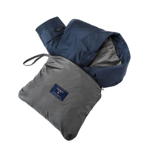 Hackett Pocket-Car-Coat Wiegt nur 370 Gramm. Ideal für die Reise dank integrierter Hülle mit Trageschlaufe.