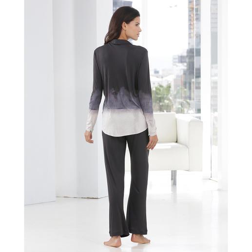 Hanro Dip-Dye-Pyjama Ein Pyjama wie vom Laufsteg der Fashion-Week. Topmodisch und elegant. Nur zum Schlafen viel zu schade.