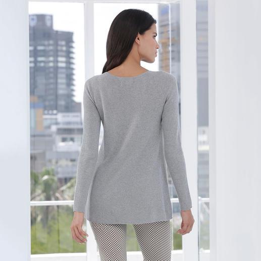 Giza-Seamless-Pullover Gecrêpte Giza-Baumwolle, nahtlos gestrickt, in locker fallender A-Linie.