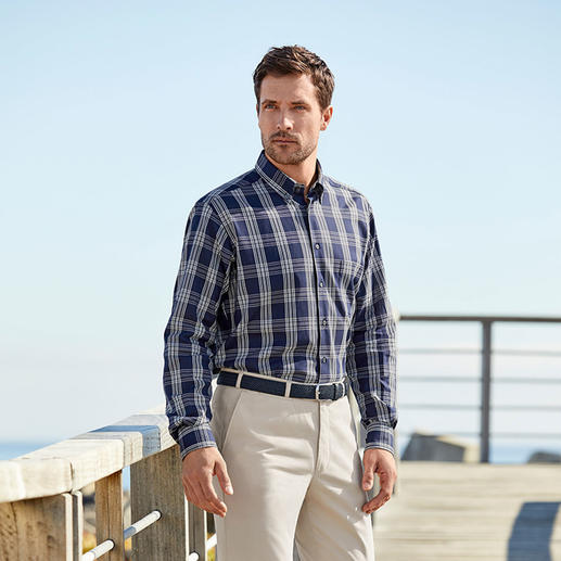 Ingram Etamin-Hemd Perfekt bei 30 °C und mehr: das Hemd aus seltenem Etamin-Stoff. Trotz eingewebter Klimaporen blickdicht.