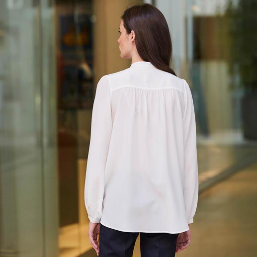 SLY010 Stretchseide-Bluse Heute edler Trendsetter – morgen elegantes Basic. Die modische Stehkragenbluse aus strapazierfähiger Stretchseide. Von SLY010.