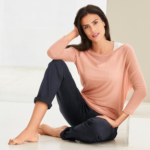neyo Kaschmir-Asymmetrie-Pullover Modische Maschen, traditionell gefertigt. Slow Fashion aus fairer Fertigung. Und aus 100 % Kaschmir. Von neyo.