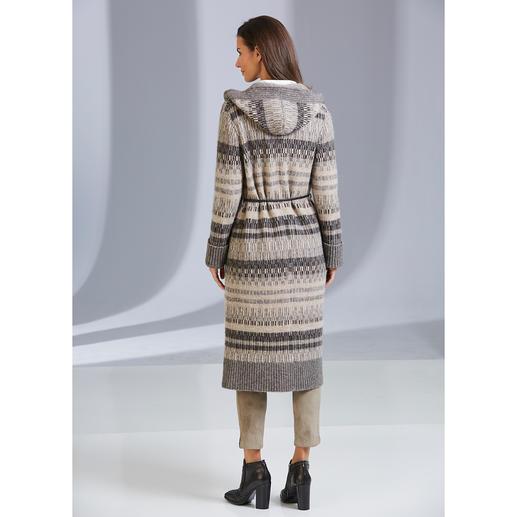 ANNECLAIRE Jacquard-Strickmantel Der Jacquard-Strickmantel aus luxuriösem Baby-Alpaka/Woll-Stretch. Winterwarm, dabei leicht, weich und elastisch.