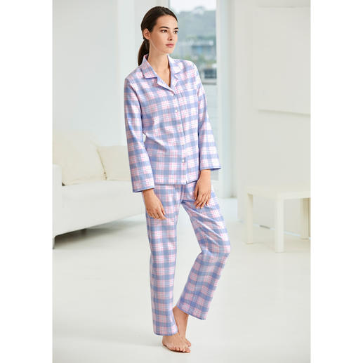 NOVILA Karo-Flanell-Pyjama Der Pyjama für den ersten guten Eindruck am Morgen.