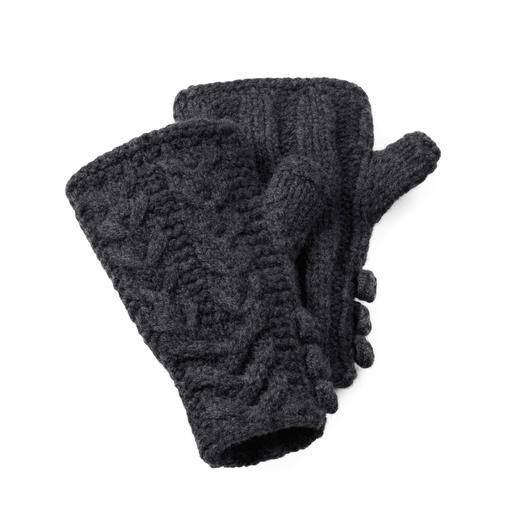 Eribé Lambswool-Pulswärmer Zopf-Muster In Schottland handgestrickt – jeder Pulswärmer ein Unikat.