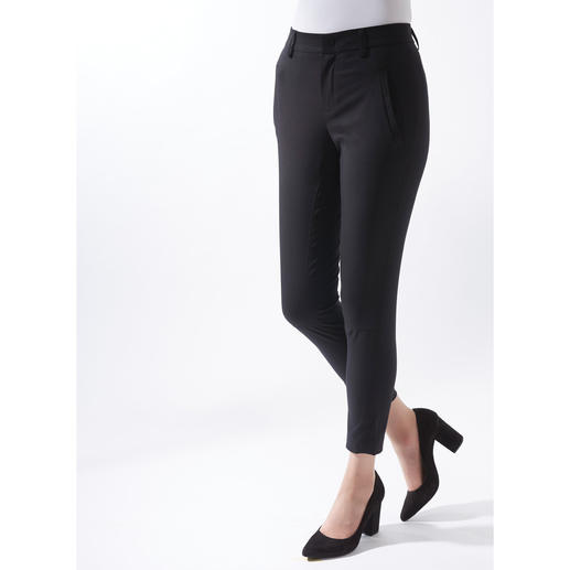 Die feine Art, Chino-Hosen zu tragen. Die feine Art, Chino-Hosen zu tragen. Edler Stoff. Femininer Schnitt.