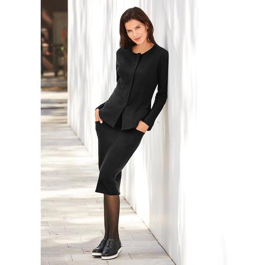 [schi]ess Jersey-Kostümjacke oder Kostümrock Businesstaugliches Jersey-Kostüm oder edle Loungewear? Beides! Edles Schwarz. Weicher Jersey. Eleganter Couture-Schnitt. Von [schi]ess.